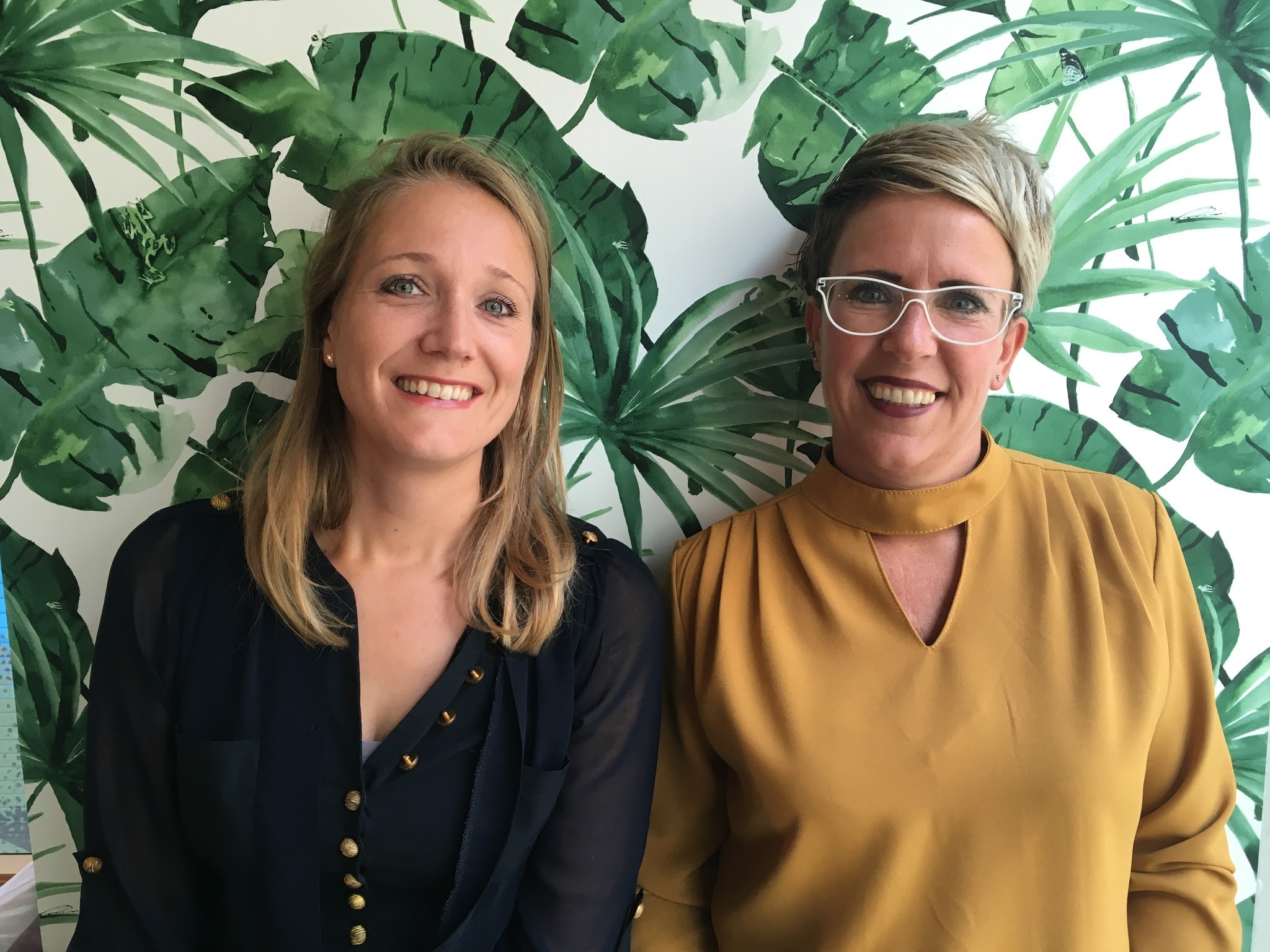 Anke van der Sluis en Caroline Haan